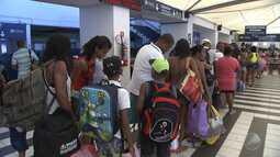 Ferry boat tem movimento intenso de passageiros durante o carnaval