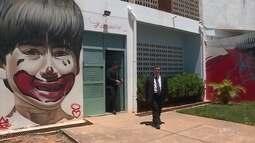 Saída de Bruno da prisão movimenta o dia na porta da Apac em Santa Luzia