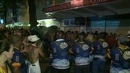 Briga entre foliões para Banda de Ipanema, que reúne cerca de 100 mil pessoas, no Rio
