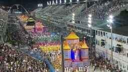 Carnaval carioca é movido pela paixão