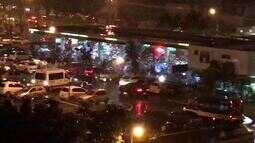 Foliões 'interditam' posto de gasolina do DF