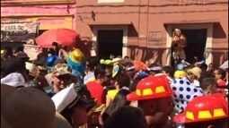 Em Olinda, foliões vão ao delírio ao som do Hino dos Vassourinhas