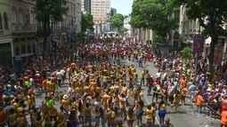 G1 Rio acompanha foliões no Afroreggae