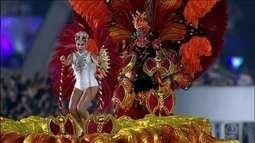 Escolas de samba leva emoção às 60 mil pessoas que foram ao Anhembi