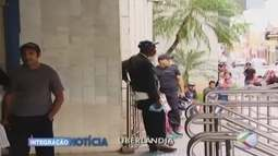 Moradores chegam cedo em agências da Caixa em Uberlândia para sacar FGTS