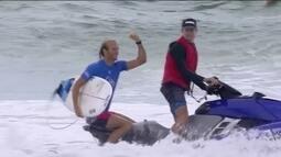 Owen Wright realiza sonho ao vencer etapa do Mundial de Surfe diante da esposa e do filho