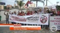 Manifestantes protestam contra voto favorável de Cury à terceirização