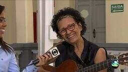 Lina Souza faz show de músicas autorais neste domingo