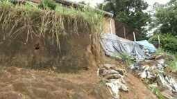 Calendário: Moradores de Timoteo reclamam de um barranco no bairro Ana Moura