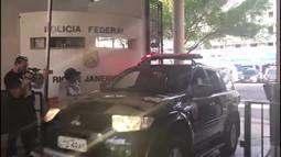 Veículos deixam sede da PF para buscar ex-primeira-dama Adriana Ancelmo