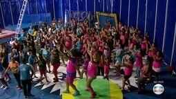 Crianças fazem aula em Circo Escola de Diadema