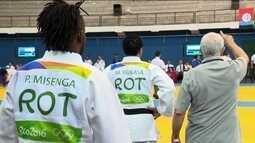 Judocas congolenses do time de refugiados competem estadual com quimono da Rio 2016