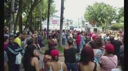Trabalhadores de Cubatão fazem nova passeata e ocupam a prefeitura