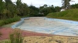 Parque Aquático de Marília, que custou R$ 2 milhões aos cofres públicos, está abandonado
