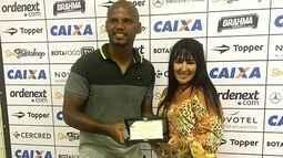 Goleiro Jefferson, do Botafogo, agradece homenagem do Estrela do Norte
