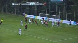Fluminense chega com perigo e zaga do Brasil afasta o perigo aos 11 do 2º tempo