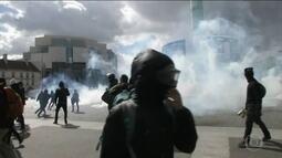 Manifestantes entram em confronto com a polícia em Paris