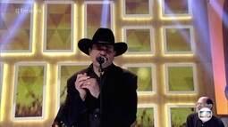 Eduardo Araújo canta 'Vem Quente Que Eu Estou Fervendo'