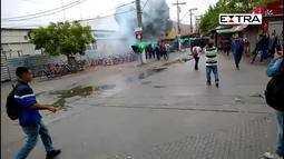 Batalhão de choque da PM desbloqueia a estação Arariboia das barcas, em Niterói