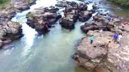 Em Rochedo, cachoeira fica pertinho da praça central