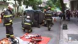 Simulação de acidente alerta população no Centro de Belo Horizonte