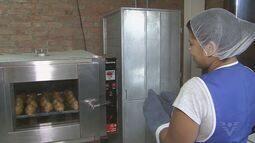 Arte no Dique oferece pão a preços populares em comunidade
