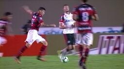 "Márcio Araújo, do Flamengo, se complica com a bola e ganha o ""garrancho"" da rodada"