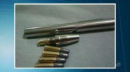 Polícia prende homem com caneta que dispara balas como revólver