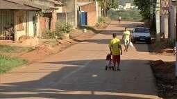Depois de asfaltadas, ruas ficam sem sinalização e acidentes são constantes