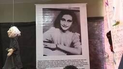 Exposição em escola pública de BH conta história de Anne Frank