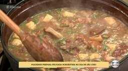 Piauiense prepara feijoada nordestina no dia de São João