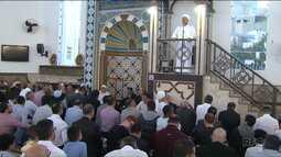 Mais de 3 mil pessoas participam da celebração do fim do Ramadã