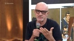 Marcos Caruso interrompe gravação de novela para abraçar as 'Divinas Divas'