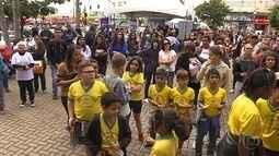 Alunos de escola estadual fazem passeata contra as drogas em Contagem