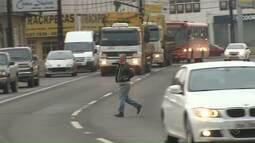 Falta de passarelas e imprudência aumentam possibilidade de atropelamentos