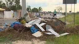Lixeira incomoda moradores em avenida de Manaus
