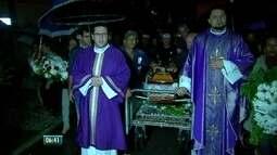 No Recife, amigos e parentes se despedem de Padre Edwaldo Gomes, pároco de Casa Forte