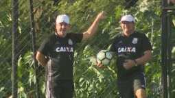 Vitória contra o Coritiba alivia clima na equipe da Ponte Preta