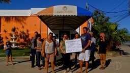 Estudantes de Iguaba Grande, RJ, protestam contra decreto do transporte universitário
