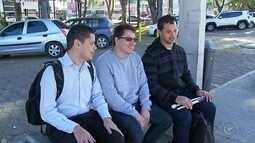 Deficientes visuais reclamam que pagam o valor integral da passagem de ônibus