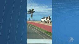 Motorista que dirigiu carro por cima da calçada é uma senhora de 78 anos