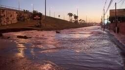 Rompimento de adutora deixa o dia caótico em Taguatinga, Águas Claras e Vicente Pires