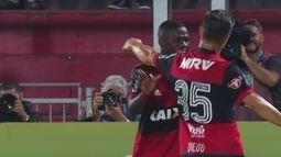 Após 4 jogos sem vence, Flamengo derrota o Atlético-GO com gols de Vinícius Júnior
