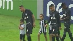 Botafogo entra em campo de preto em repúdio ao racismo e perde para a Ponte Preta