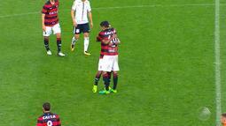 Vitória surpreende e vence o Corinthians fora de casa, quebrando a invencibilidade do time