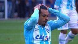 Avaí cede empate ao São Paulo e segue no Z-4; Chape vence o Palmeiras e sobe na tabela