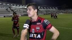 """Autor de golaço, Ronaldo fala de estreia """"Fico muito feliz"""""""