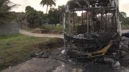 Ônibus é incendiado e circulação é suspensa no fim de linha de São Tomé de Paripe
