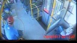 Câmeras flagram ato obsceno praticado por homem em ônibus de Marília