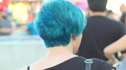 Exclusivo para a internet: Luiza Zveiter mostra os cabelos coloridos do Rock in Rio